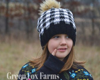 Slouchy Buffalo Plaid Beanie, Slouchy Buffalo Plaid Hat,Fur Pom, Crochet Winter Hat,Gift For Her, Christmas Gift, Knit Hat,Black and White