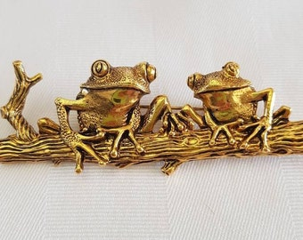 Vintage Gold Tone Frog Brooch Pin