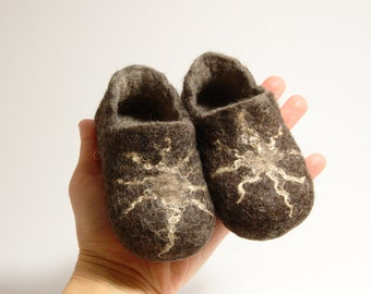 Children shoes felted wool slippers brown with sun - toddler eco friendly slippers - handmade felt wool house shoes