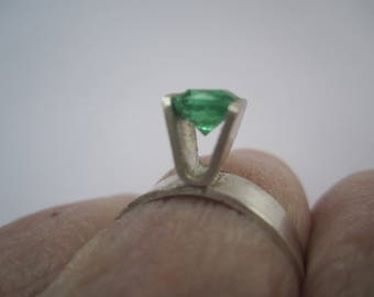 Labmade Green Bead On Sterling Silver 925 Ring Band . Bague Pierre Vert . Handforged Silver Ring