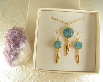 Gold druzy set, Blue druzy necklace, gem stone earrings, Dangle earrings, Sparkling set, Druzy jewelry, Gift for her, Feather gold set,