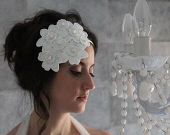 Diadema novia, diadema flores novia, tocado novia con flores, tocado novia perlas, diadema blanca novia