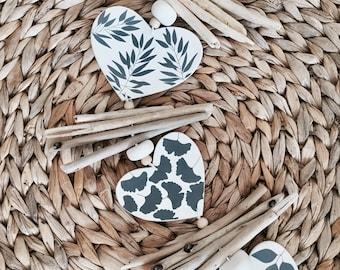 Ceramic & driftwood wind chime Coastal decoration Beach wall hanging Nautical garland Beach wedding garland Hanging Wind Chime on Driftwood