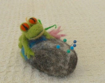 Frog on a Pebble, Pebble Pincushion, mothers day, easter gift, felted pincushion, Frog Ornament, Needle Felted Gift, Needles and pins