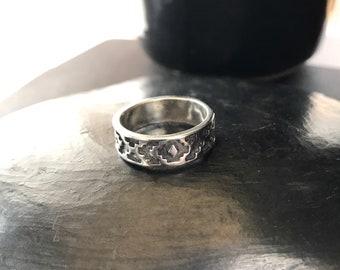 Sterling silver Size 6 Schuler Shube band ring with southwest design vintage fashion Dakota West