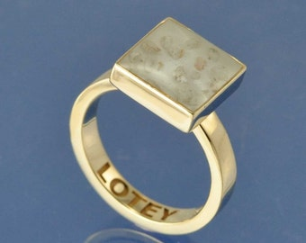 Cremation Ash Resin Square Ring. 9k Gold