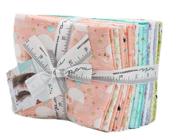 Moda Fat Quarter Bundle Enchanted by Gingiber 21 pre-cut fat Quarter in pink, purple turquoise and yellow, ponies and swans