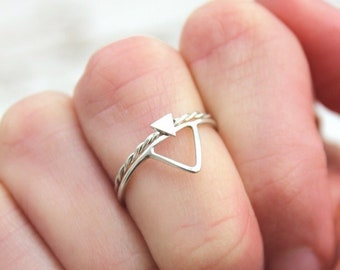Tiny solid triangle ring, dainty triangle stacking ring, triangle stackable ring, twisted band ring, twisted band triangle ring