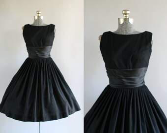 Vintage 1950s Dress / 50s Party Dress / Black Sleeveless Party Dress w/ Ruched Satin Waist XS