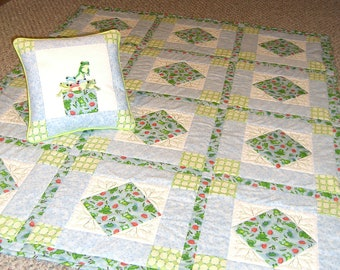 Froggy Quilt and Pillow set