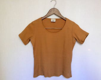 90's ribbed t shirt / caramel t shirt / brown top / rib shirt / cropped shirt / scoop neck