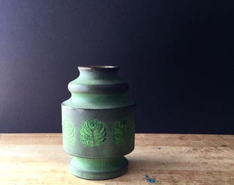Mid Century Pottery Vase, Vintage Art Pottery Vase, Vintage Green Vase, Botanical Fern Leaf Motif, Italian Pottery, Studio Art Pottery