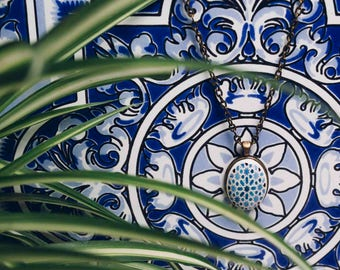 Hanging oval with reproduction of a Moorish tile - edited by SPGallerySpain (COVPQ17004)