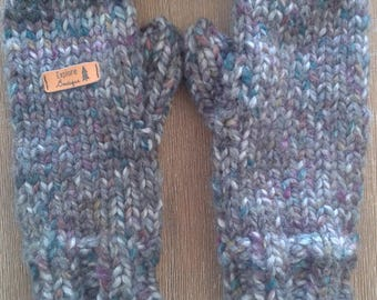 Hand knitted woman mittens