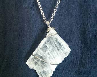 Dainty Crystal Selenite Necklace / Raw Crystal Jewelry / Natural Quartz Crystal Pendant / Delicate Crystal Selenite Gemstone Necklace / Gift