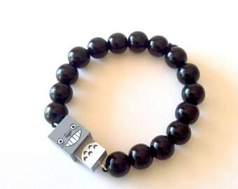 """Bracelet figurine cubique """"Totoro"""" perles bois laquées noires ou blanches"""