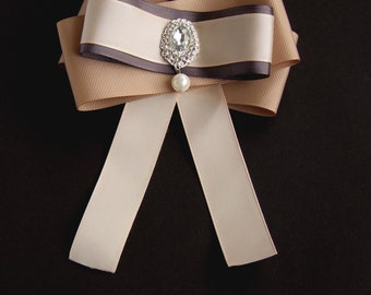 Brooch Bow Cream