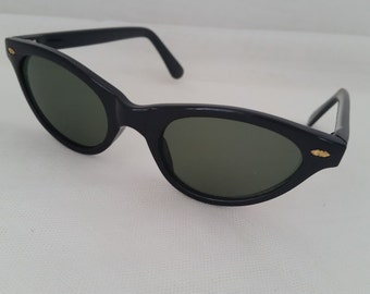 Vintage Petite Cat's Eye Sunglasses, Small Black Cat's Eye Vintage Sunglasses. Cutest Cat's Eye Sunglasses. Retro Cats Eye Glasses