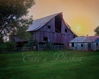 Barn in Illinois near the Shawnee National Park.