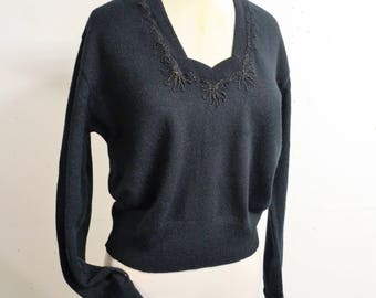 1950s Black embroidered sweetheart neck sweater / 50s woollen jumper - L XL