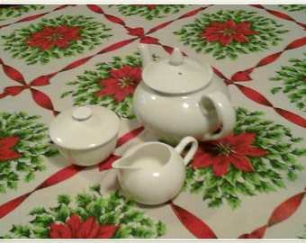 Christmas Tablecloth poinsettia vintage red and green