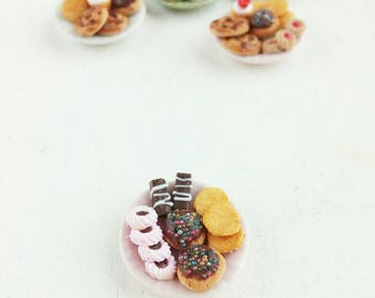 Miniature dollhouse cookie plate 1:12 scale
