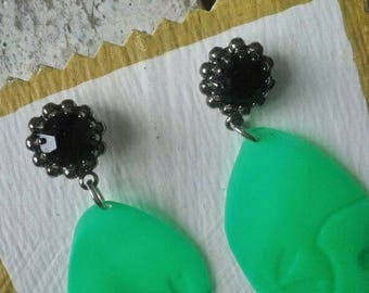 "Earrings ""play jade"": remade, recycled"