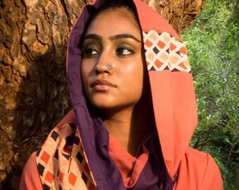 Echarpe infinie- étole patchwork en nuances orange et violet, coton bio teinture végétale, et imprimé à la main