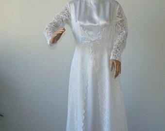 Vintage 70s Lace wedding dress Bridal dress Dress bohemian Lase bridal gown Cotton lining Long wedding dress White Lace gown Size 42