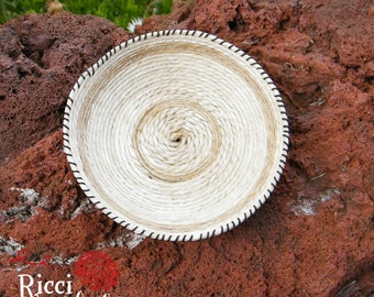 Miniature basket in hemp twine