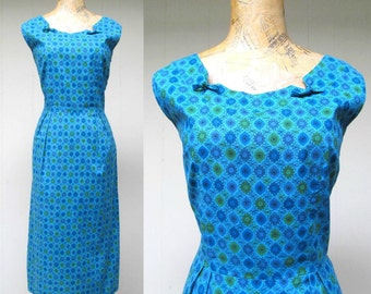 Vintage 1950s Dress / 50s Turquoise Cotton Floral Novelty Print Day Dress / Small - Medium