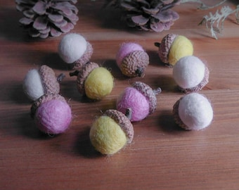 Spring Wool Felt Acorns, Set of 10 Pink, Yellow, White Pastel Woodland Decor, Felt Ball Bowl Fillers, Waldorf Inspired