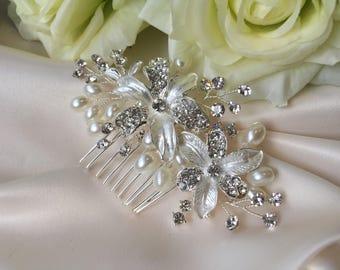 Crystal pearl bridal comb, crystal flower bridal comb, wedding hair accessories, bridal hair accessories, bridal comb, pearl comb