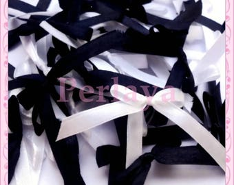 Mix of 50 black and white satin bows REF834