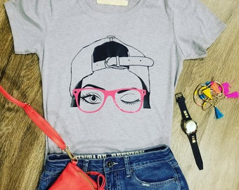 cap girl with glases t-shirt grey