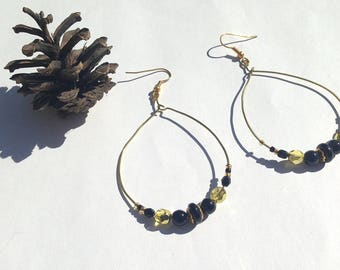 Golden beads hoop earrings yellow gold and black glass