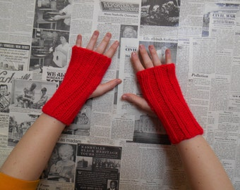 Simply Ribbed Handwarmers - Red