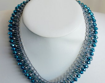 Luxurious netted necklace with fire polished