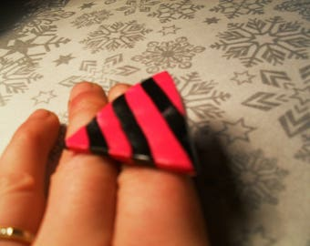 beautiful ring, unique, stylish and original black and pink