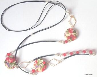Sautoir tendance Nacre fleurs de rosiers et Agate ton rouge fil de cuir 1 m