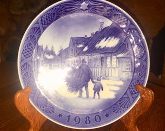 Vintage 1980 Royal  Copenhagen Bringing Home The Christmas Tree Plate