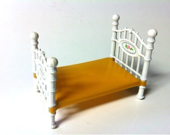 Mattel Doll House Furniture / Miniature  Baby Doll White Metal and Plastic Bed Toy Dollhouses /