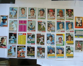 These 33 (poor cond)  MAJOR League Baseball cards. mostlyTopps brand 1970s Cards.  PLEASE see description