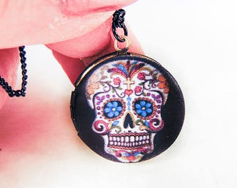 DAY of DEAD LOCKET. Day of the Dead jewelry, skull locket, skull jewelry, Halloween locket, Halloween jewelry, black chain - 2060H