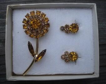 Rhinestone Jewelry Set Brooch Earrings Flowers Gold Tone Vintage 02150