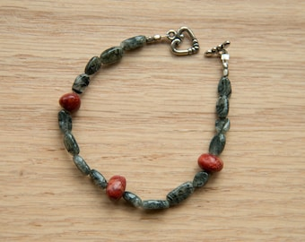 Green and red stone bracelet with silver toned toggle