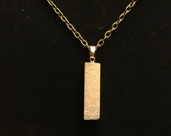 White / Gold Crystal Necklace With Hanging Clasp