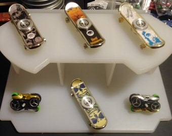 Skateboarding fidget spinner style... A smooth spinner that also has 4 working wheels n awesome graphics. As do the cycles...play away