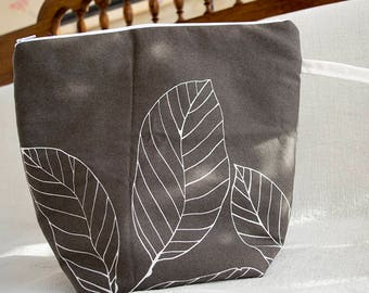 Project bag with leaves for knitting and crocheting