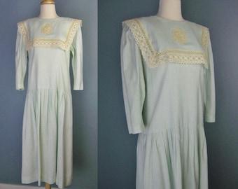 Lanz Originals Dress / Vtg 80s / Green Linen Blend Prairie Style Dress with Crocheted Lace